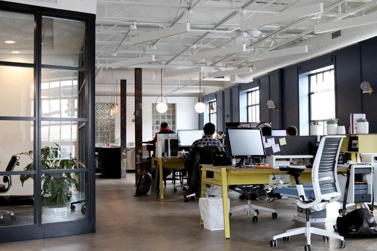 Ako si zariadiť pracovisko, na ktorom sa vám bude fungovať lepšie?