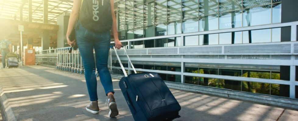 adult-airport-arrival-1008155